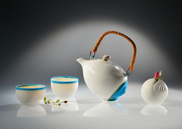 Sea tea set with shell vase